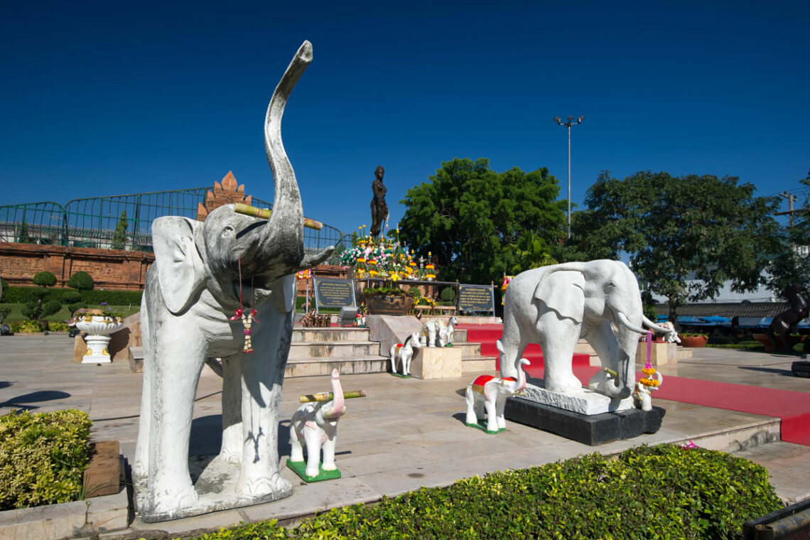 Comprehensive Information, maps, articles and pictures on tourist attractions in Lamphun Province from the Tourist Authority of Thailand (TAT)